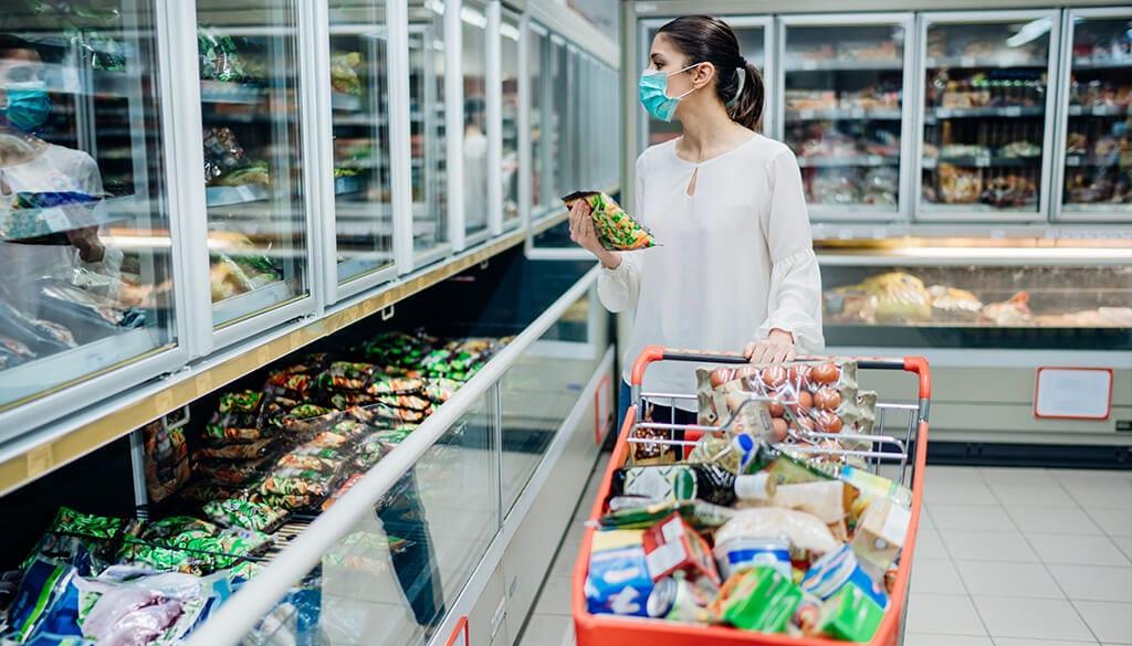 persona supermercado con mascarilla